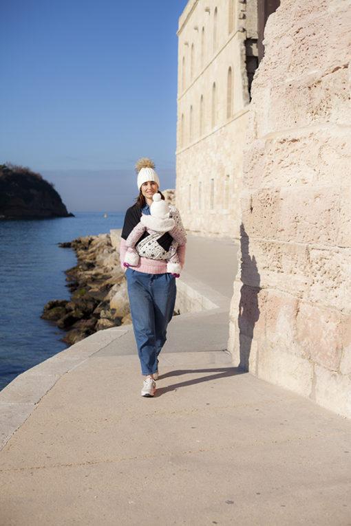 Echarpe de portage maman bébé bord de mer